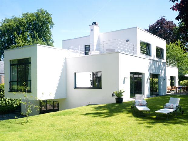 Puristischer traum bungalow in wei zuhausewohnen for Kubus haus innen