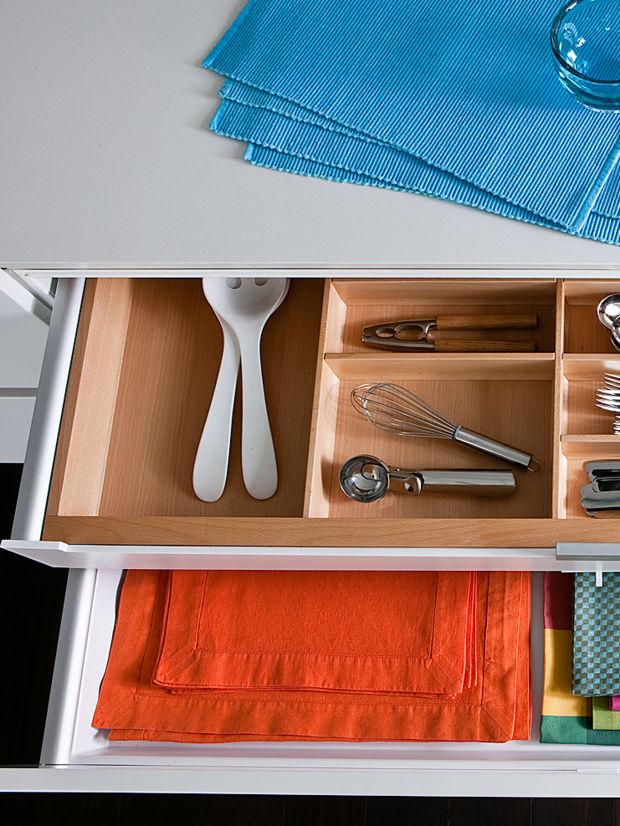 puristische k che in perfektion zuhausewohnen. Black Bedroom Furniture Sets. Home Design Ideas