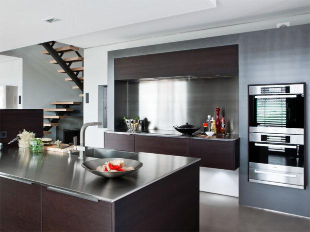 Absolut salonfähig: Markante Holzküche | Zuhausewohnen