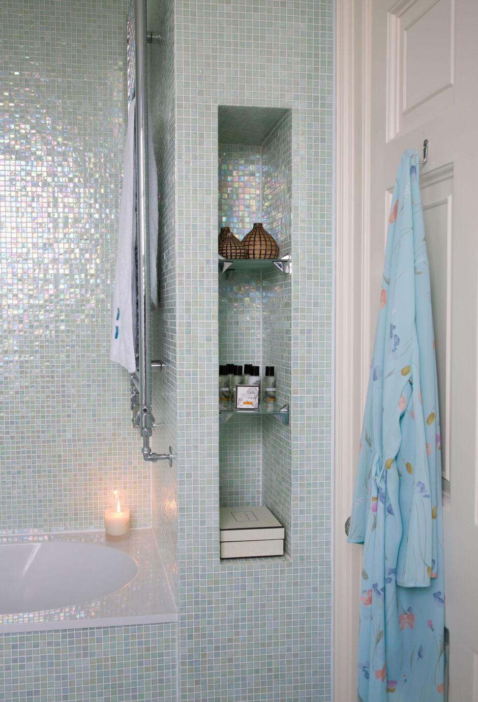 12 ideen f r mehr ablage im bad zuhausewohnen. Black Bedroom Furniture Sets. Home Design Ideas