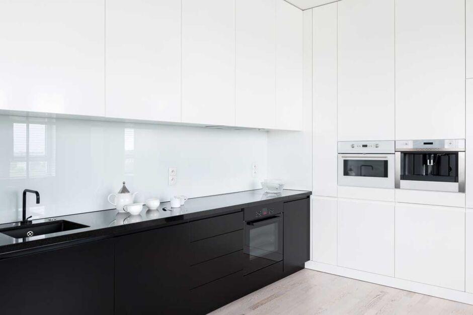 Kuchenruckwand Holz Glas Folie Kunststoff Vor Und Nachteile Zuhausewohnen