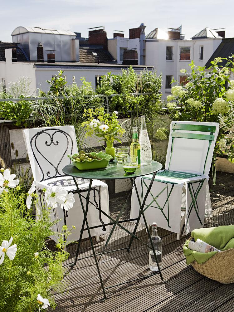 hochsaison auf dem balkon zuhausewohnen. Black Bedroom Furniture Sets. Home Design Ideas