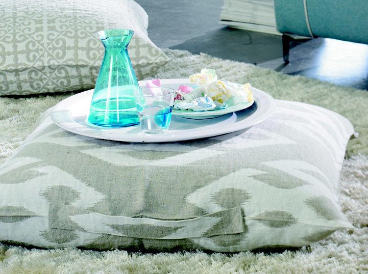 farbenfrohe kissen f r den fr hling zuhausewohnen. Black Bedroom Furniture Sets. Home Design Ideas