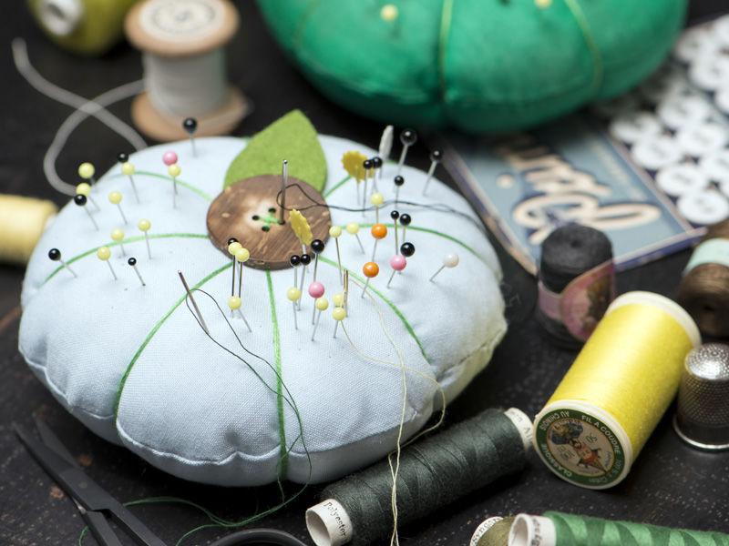 Kostenlose Nähanleitung für ein Nadelkissen in Blütenform
