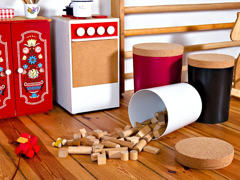 eimer. Black Bedroom Furniture Sets. Home Design Ideas