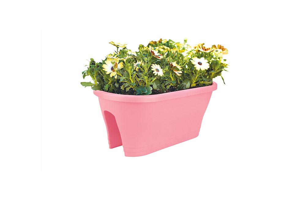 Rosafarbener Blumenkasten aus Kunststoff