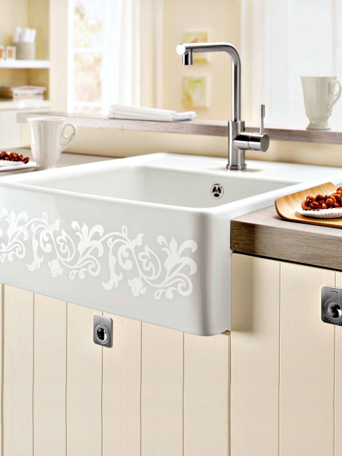 ergonomische sp len und innovatives wasserhahn design zuhause wohnen. Black Bedroom Furniture Sets. Home Design Ideas