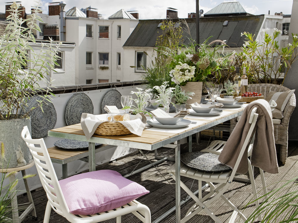 hochsaison auf dem balkon zuhause wohnen. Black Bedroom Furniture Sets. Home Design Ideas