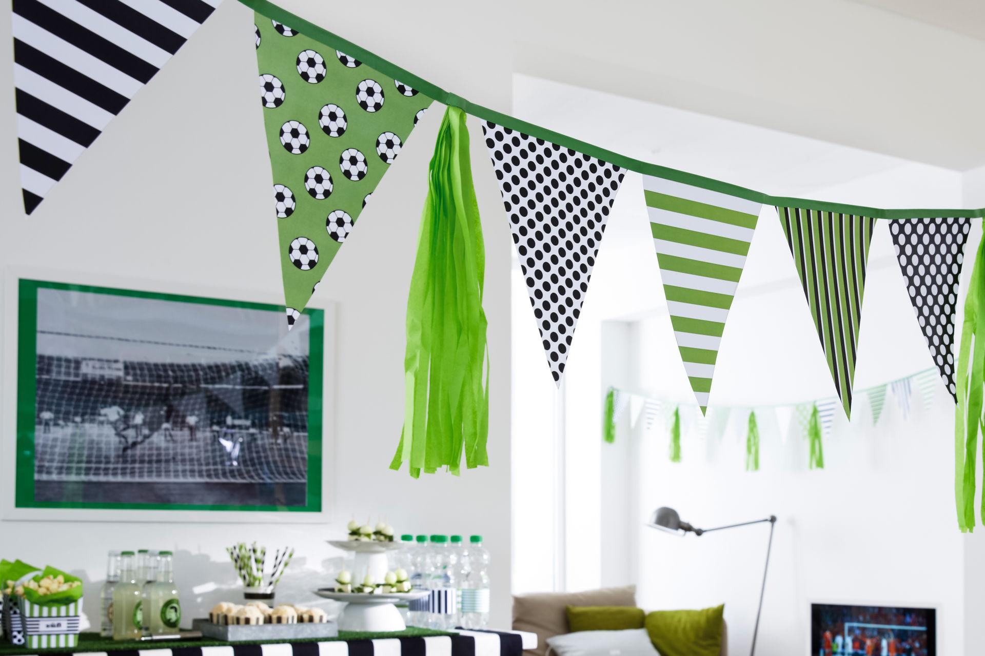 bastelidee wimpelgirlande fu ball zuhause wohnen. Black Bedroom Furniture Sets. Home Design Ideas