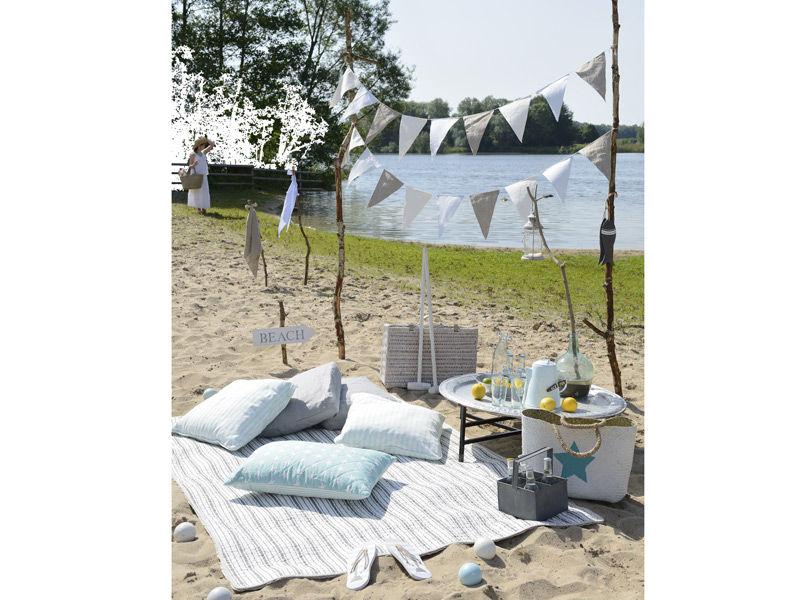 Gemütliche Picknick-Lounge mit Wimpeln