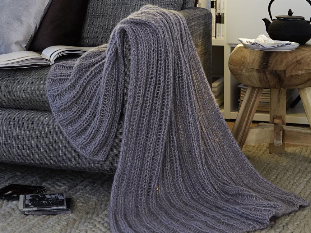 leichte strickdecke zuhause wohnen. Black Bedroom Furniture Sets. Home Design Ideas