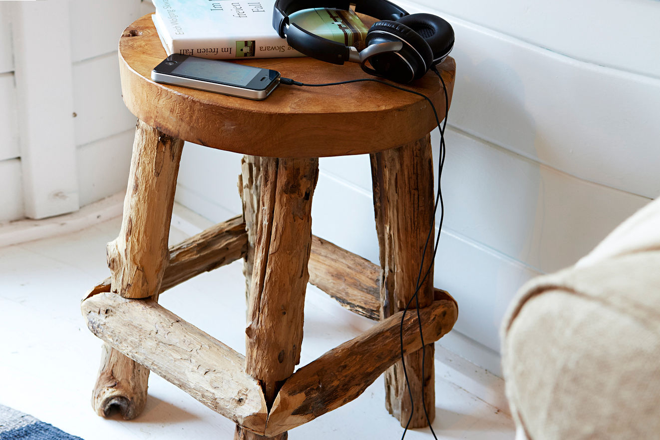 rustikaler holzhocker zuhause wohnen. Black Bedroom Furniture Sets. Home Design Ideas