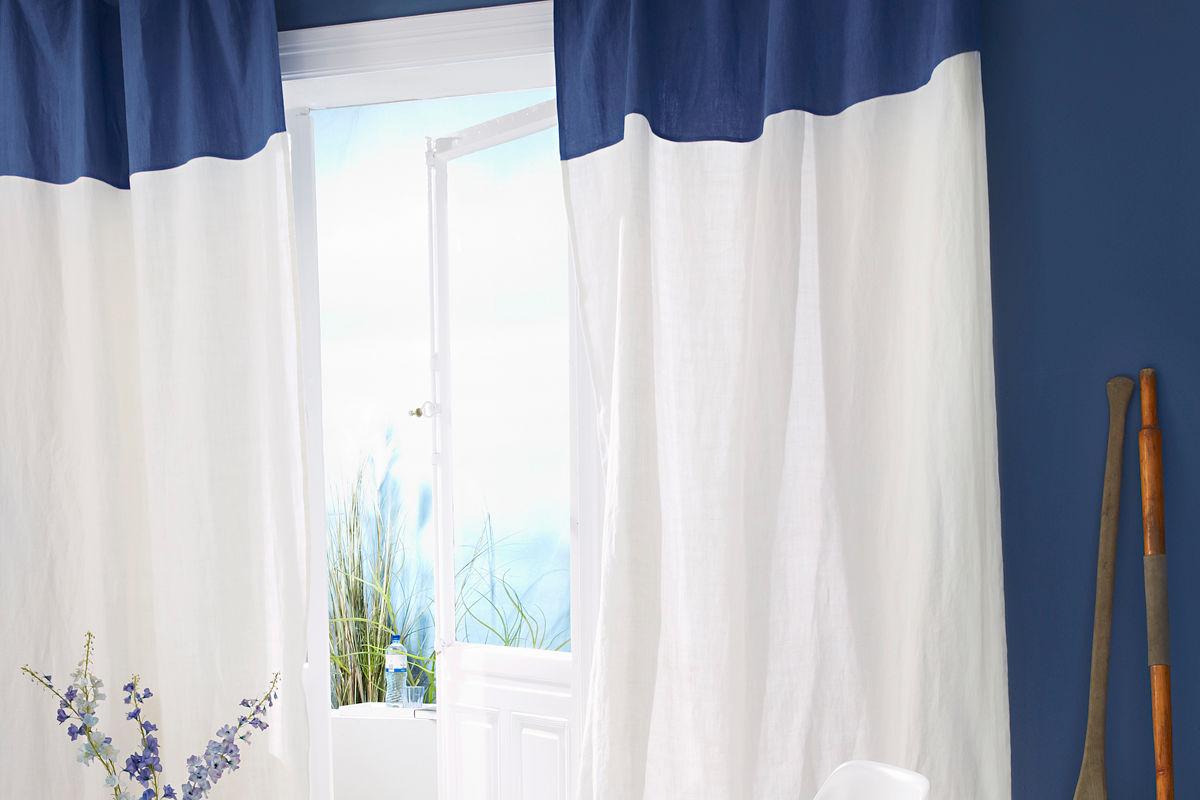 Blau weiße Vorhänge
