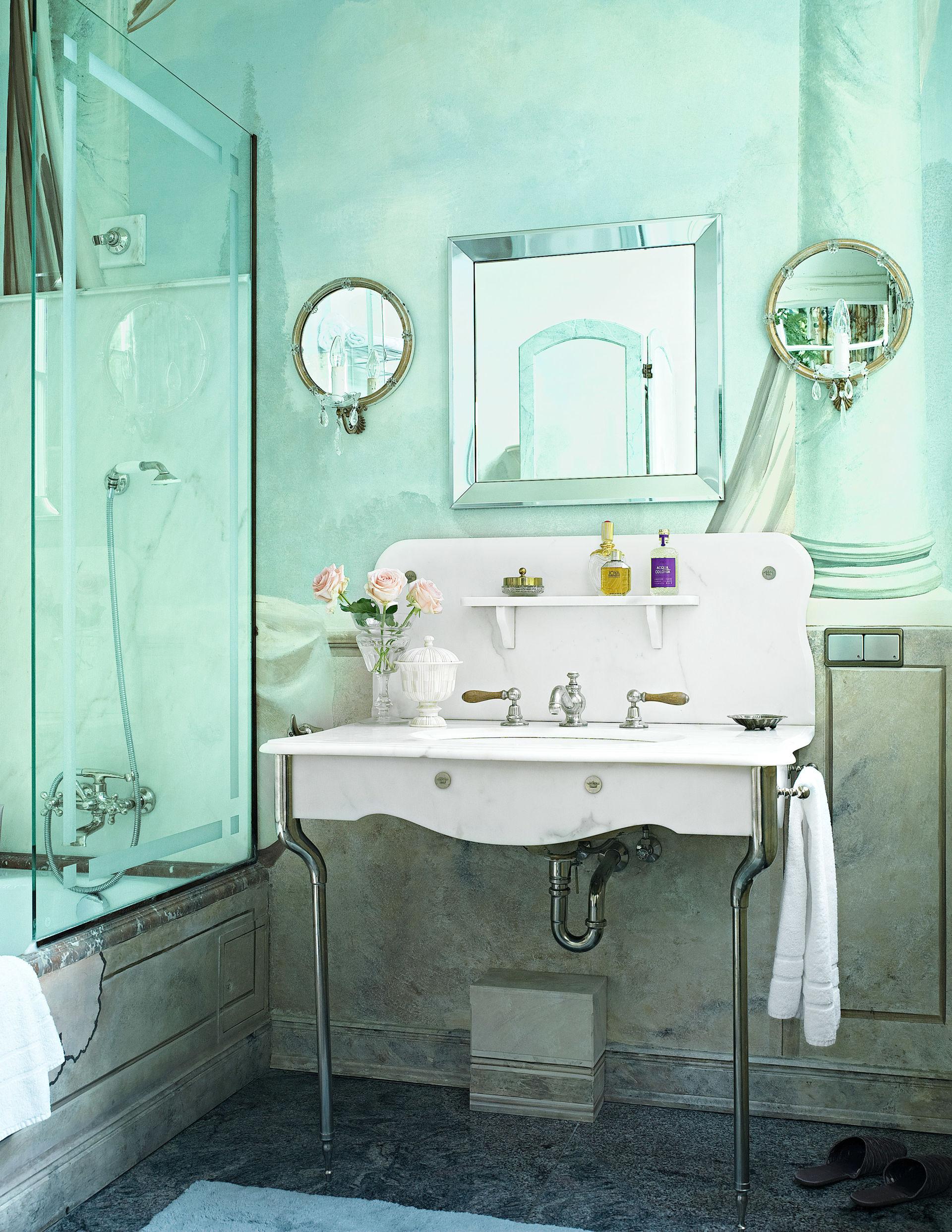 edles antiquit ten badezimmer zuhause wohnen. Black Bedroom Furniture Sets. Home Design Ideas
