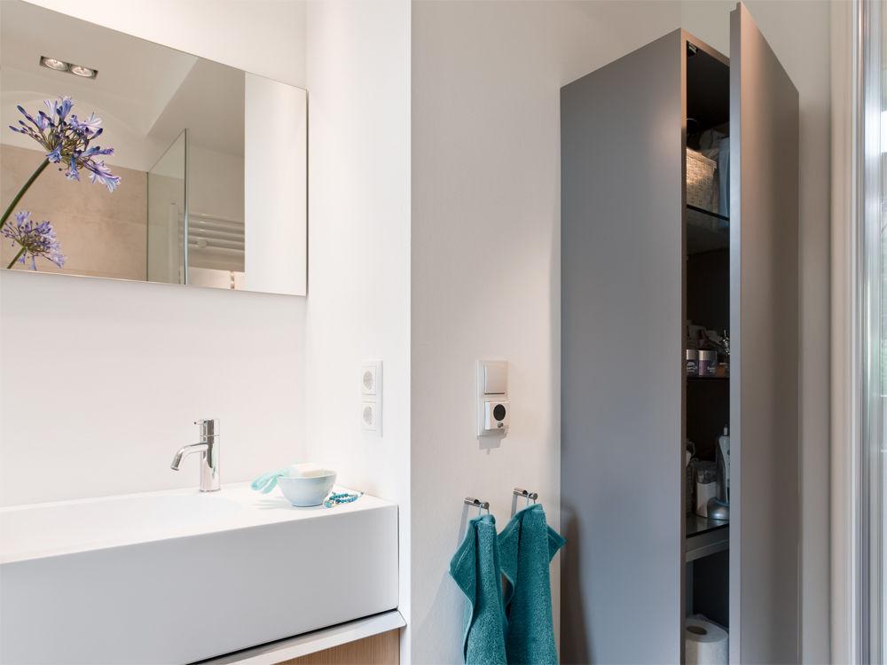 Luxusbad auf kleiner fl che zuhause wohnen for Hochschrank schlafzimmer