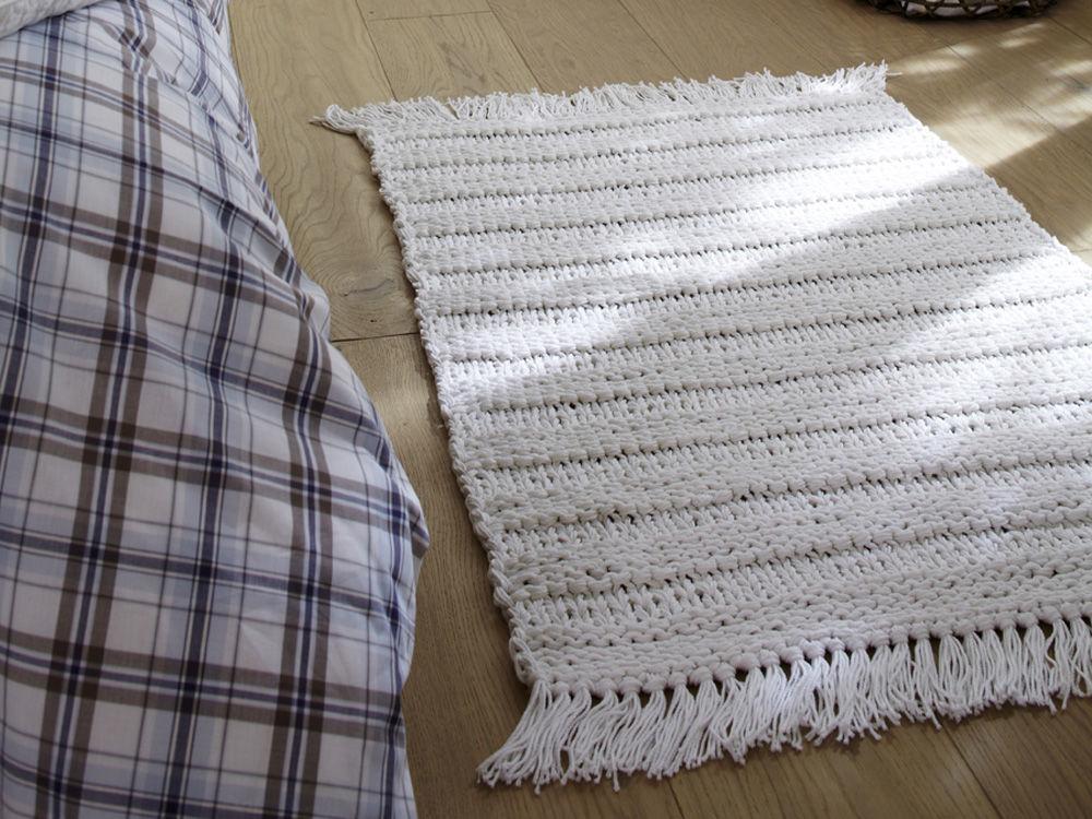 Gestrickter Teppich in Links-Rechts-Muster