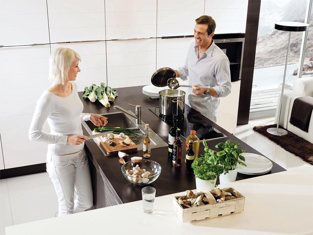 kochen mit freunden zuhause wohnen. Black Bedroom Furniture Sets. Home Design Ideas