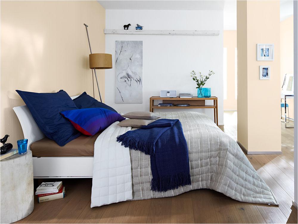 Schlafzimmer Blau Beige schlafzimmer wandfarbe blau akzentwand streifenmuster braun Farbakzent Blau