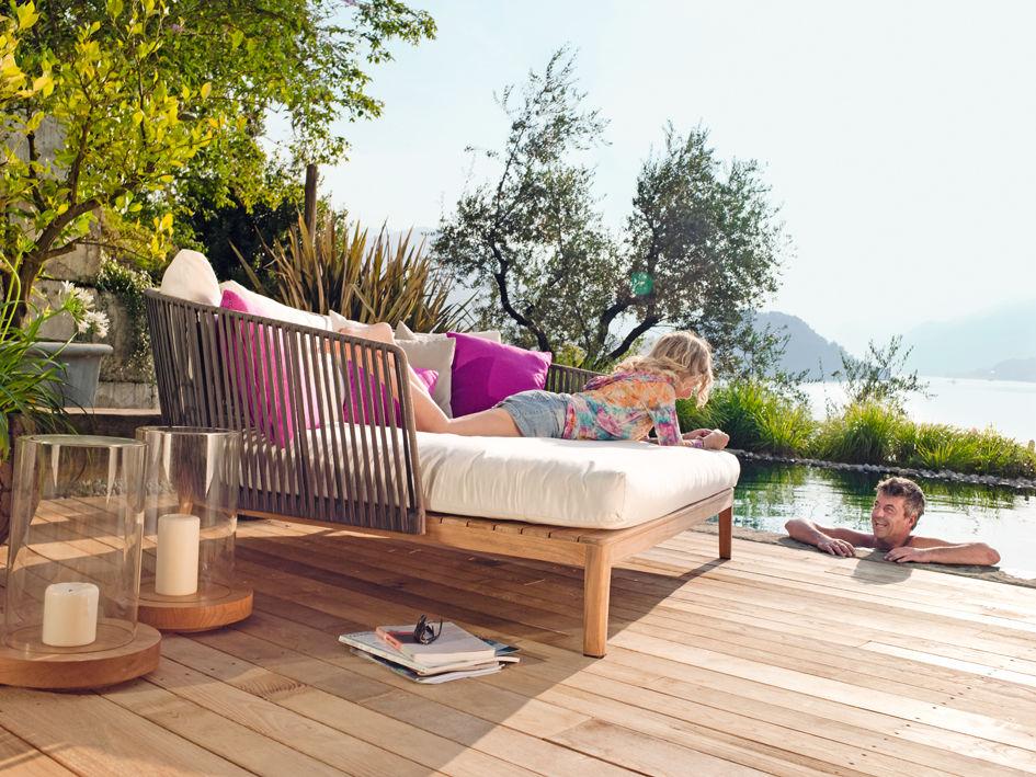outdoor loungem bel aus holz in robust derbem design folgen dem trend pictures to pin on pinterest. Black Bedroom Furniture Sets. Home Design Ideas