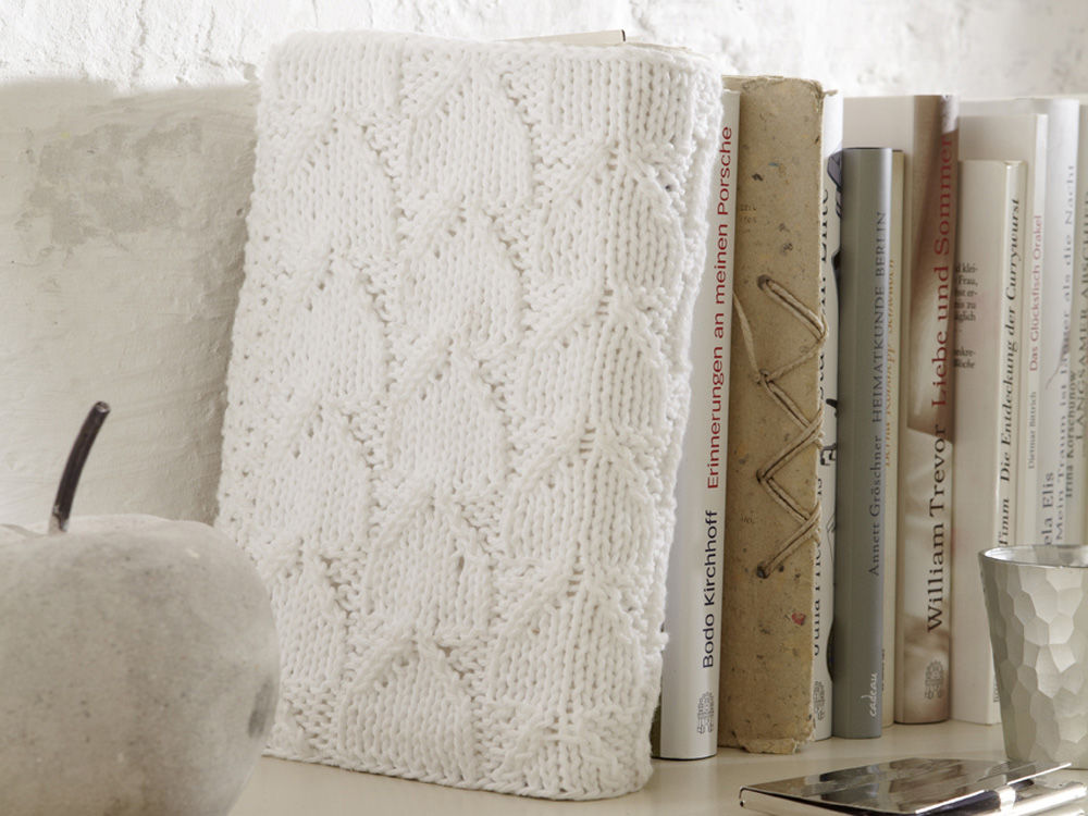 buchh lle mit blattmuster zuhause wohnen. Black Bedroom Furniture Sets. Home Design Ideas