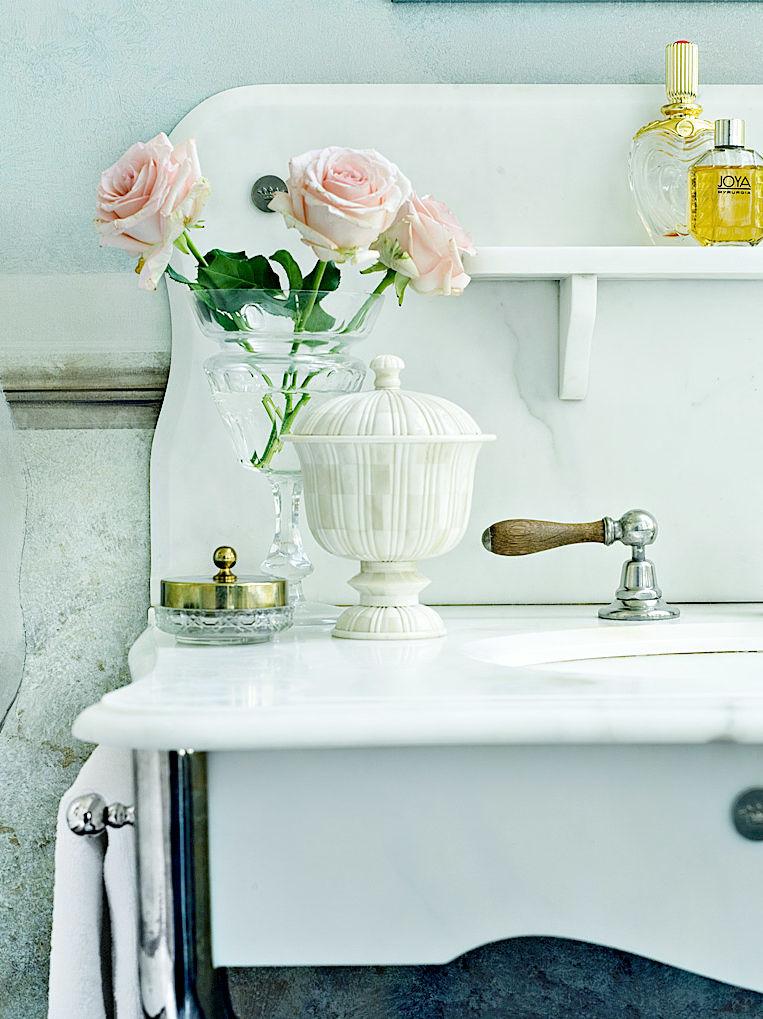 Marmorrückwand des Waschtisches