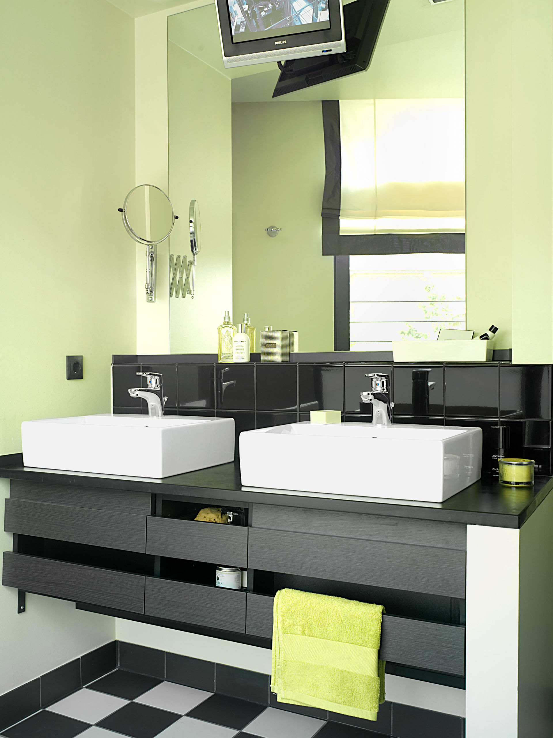 b der im hotel the george zuhause wohnen. Black Bedroom Furniture Sets. Home Design Ideas